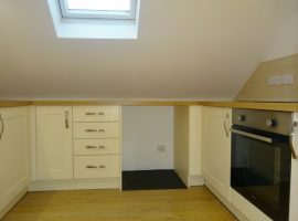 TO LET     Courtlands Cross, Exmouth                                                                   £650.00 p.c.m
