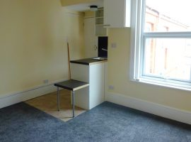 TO LET - Exmouth Centre                                                       £450 pcm incl water