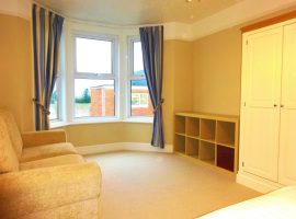 LET AGREED     Studio apartment, Victoria Road       £625 includes utilities & WiFi